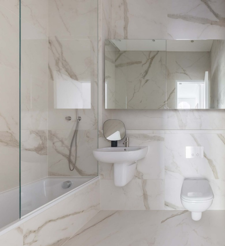 The Moorgate - Studio Superior - Bathroom.jpg (2)