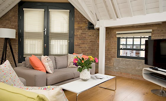Living area in SACO Covent Garden - Arne Street apartment