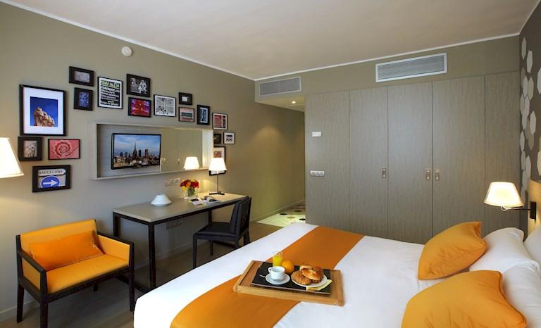 Pau Claris By Roomspace Saco Apartments Saco